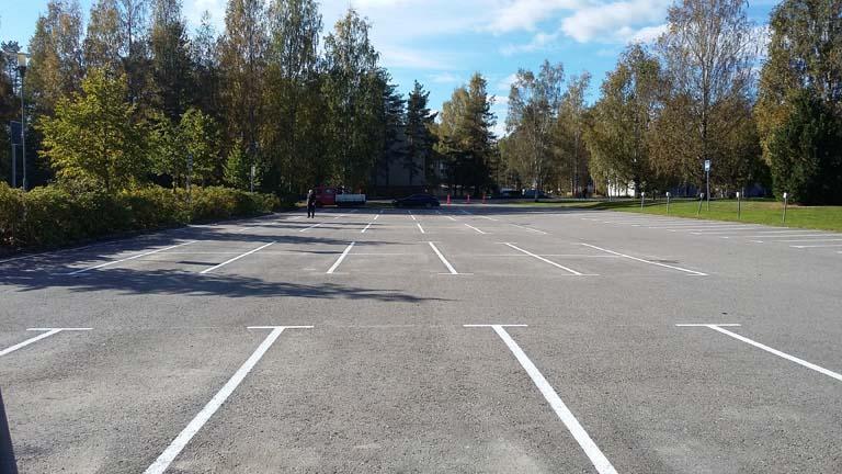 maalatut-valkoiset parkkiruudut