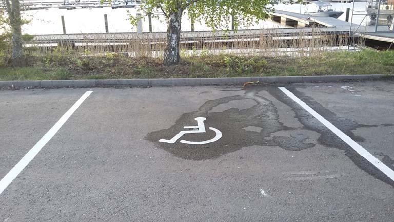 vammaiset-parkkiruutu